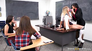 Feminine teacher goes with regard to on teenager's pussy in mutual XXX scenes