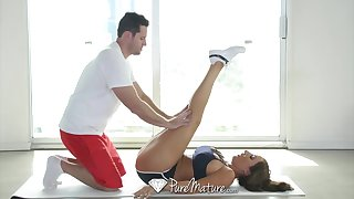 Fitness trainer has sex hither his busty student together with that woman can fuck